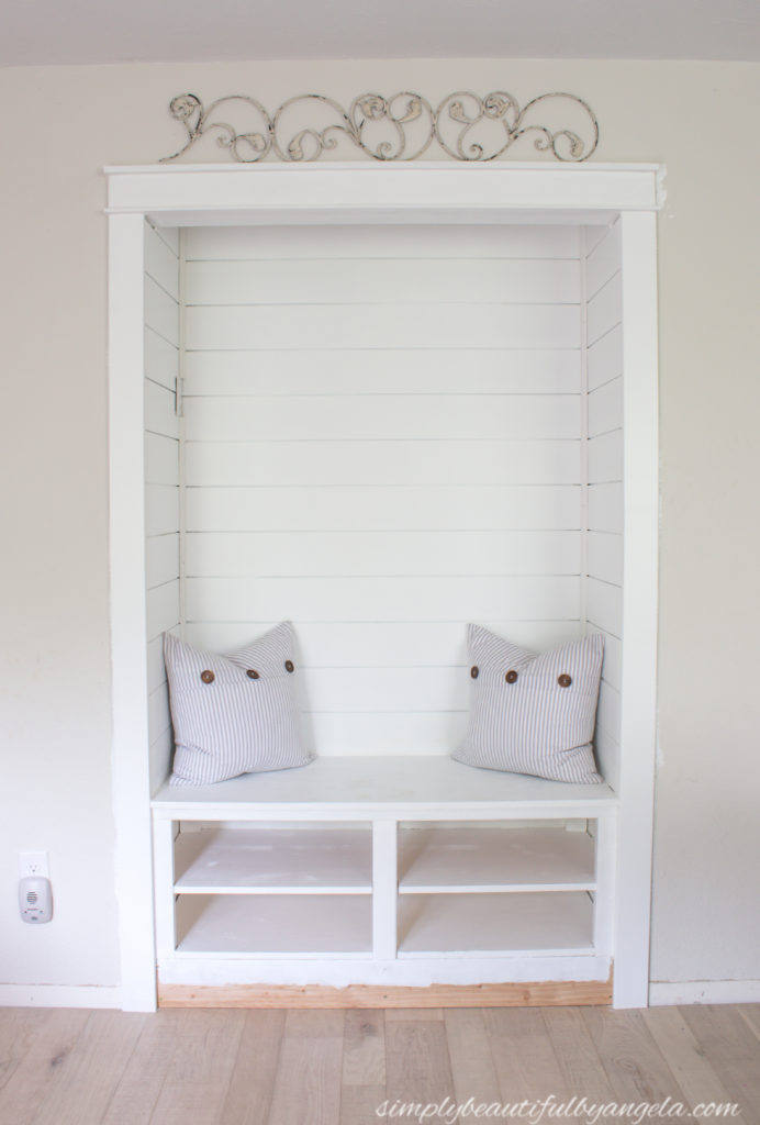 This image has an empty alt attribute; its file name is diy-mudroom-nook-21-692x1024.jpg